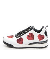 Les baskets LOVE MOSCHINO